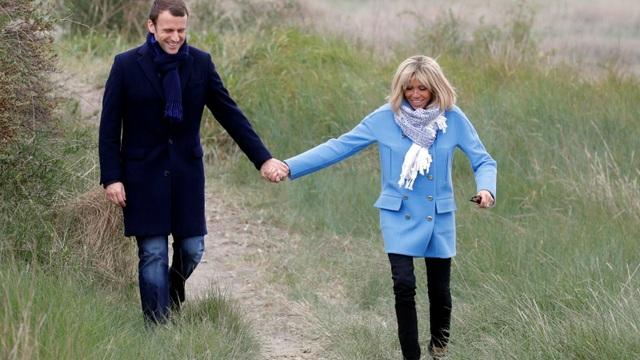 Ông Macron và người vợ hơn 25 tuổi, bà Brigitte Trogneux (Ảnh: Reuters)