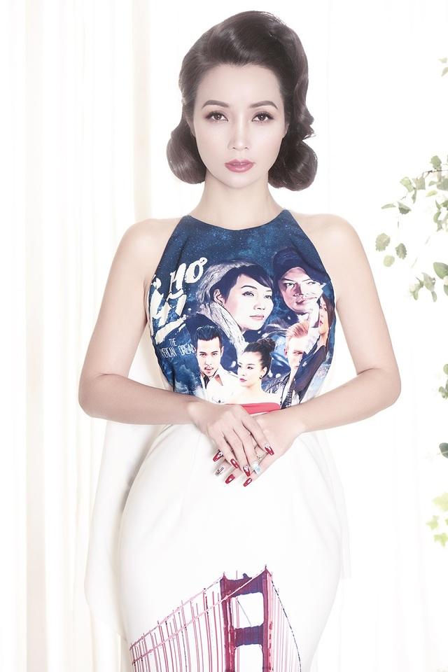 """Huyền cũng rất tin tưởng gu thẩm mỹ và phong cách thời trang của chị Trang nên mấy bộ phim gần đây mà Huyền vừa sản xuất vừa làm diễn viên thì thường nhờ chị Trang làm stylist để tạo hình cho các nhân vật giúp Huyền"""", Mai Thu Huyền kể về chị gái của mình."""
