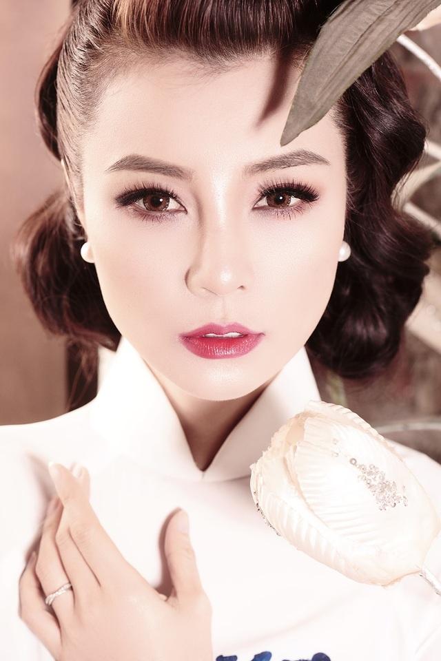 """Trong bộ phim """"Lạc Giới"""" tuy Mai Thu Trang chỉ tham gia một vai nhỏ nhưng cô lại là người cùng đầu tư sản xuất phim và làm stylist cho các nhân vật trong phim."""