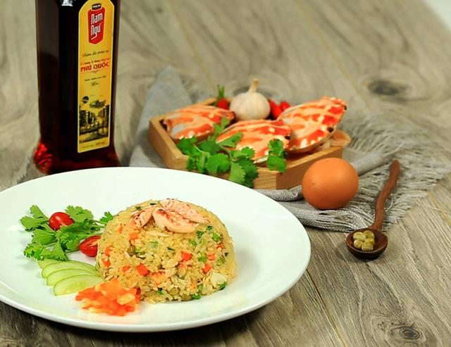 Món Cơm rang ghẹ Phú Quốc - nguồn Feedy.vn