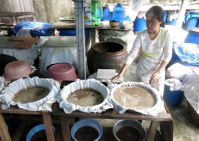 Người làng Nam Ô được truyền nghề làm mắm từ đời này sang đời khác