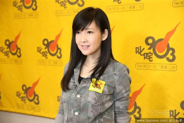 Cổ Cự Cơ, một người bạn thân thiết của Châu Huệ Mẫn trong làng giải trí, sẽ là nhà sản xuất và đạo diễn cho show diễn sắp tới của Châu Huệ Mẫn. Anh cũng sẽ tham gia biểu diễn trong chương trình.