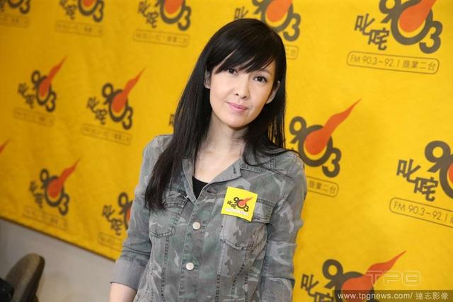 Mỹ nhân của làng giải trí Hồng Kong đã nghỉ ca hát hơn chục năm nay nhưng cô vẫn tự tin mình có thể khiến khán giả hài lòng. Châu Huệ Mẫn cho biết, cô không ngại diện những bộ đồ gợi cảm hay rườm rà để trình diễn.