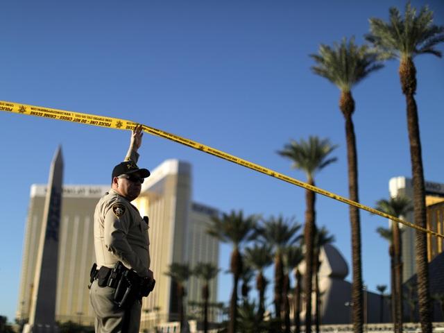 Nghi phạm Stephen Paddock đã xả súng từ tầng 32 khách sạn Mandalay xuống khu vực biểu diễn âm nhạc. (Ảnh minh họa: Independent)