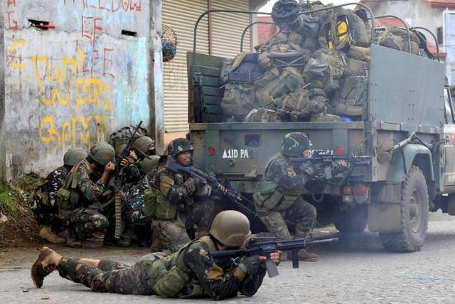 Địa hình tác chiến ở khu vực thành phố gây không ít khó khăn cho quân đội chính phủ Philippines (Ảnh: Reuters)