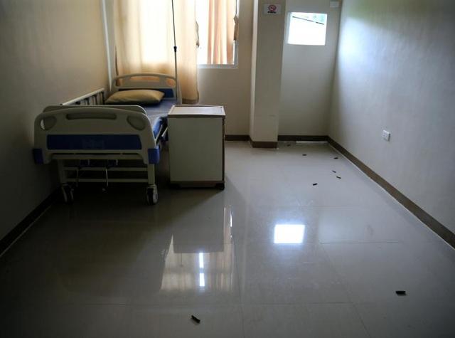 Những viên đạn được nhìn thấy nằm rải rác bên trong một phòng bệnh tại bệnh viện ở Marawi.