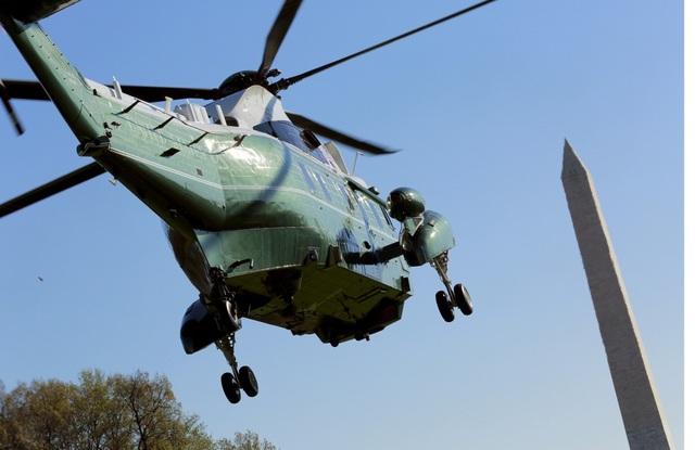 Để đảm bảo an ninh, Marine One thường bay cùng các trực thăng giống hệt nhau. Một trực thăng chở tổng thống, trong khi những chiếc khác đóng vai trò ngụy trang. (Ảnh: Reuters)