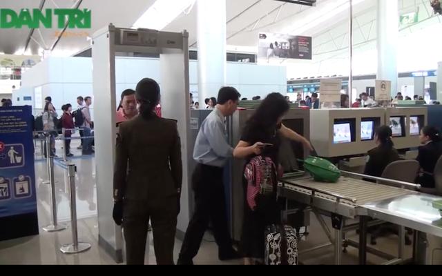Khu vực soi chiếu Hải quan và an ninh của nhà ga quốc tế Tân Sơn Nhất nơi ca sĩ Uyên Linh để quên túi đồ