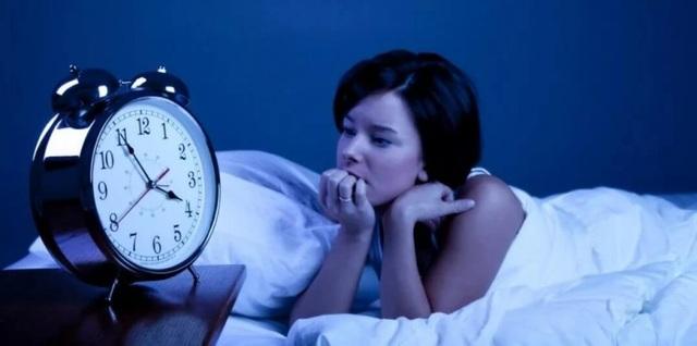 Mất ngủ có nên uống ly rượu vang? - 1