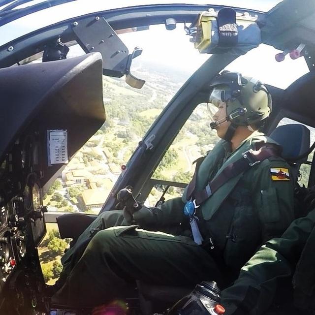Mateen còn biết lái máy bay trực thăng và thường tự mình bay lượn khắp nơi.