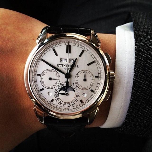Hoàng tử 9X cũng là người sở hữu bộ sưu tập đồng hồ đồ sộ.