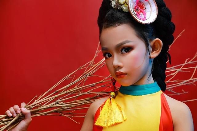 Cô bé 7 tuổi Trần Hoàng Bảo Linh