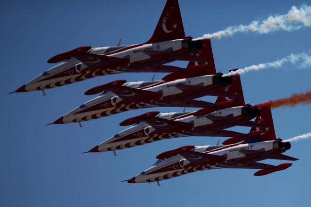 Các máy bay thuộc phi đội Turkish Stars của Không quân Thổ Nhĩ Kỳ.