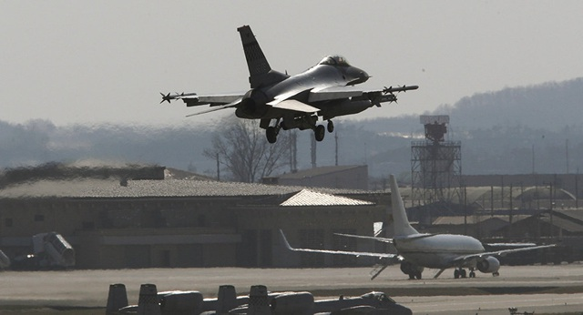 Một máy bay chiến đấu F-16 của Không quân Mỹ. (Ảnh minh họa: AP)