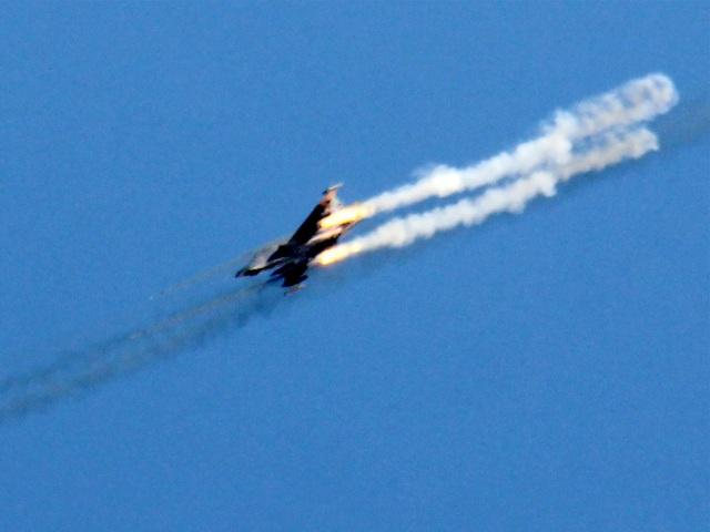 Một máy bay Syria bị bắn rơi. (Ảnh minh họa: Getty)