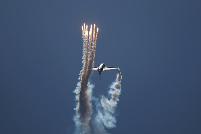 Màn trình diễn mãn nhãn của máy bay chiến dấu F-16 FAB thuộc Không quân Bỉ tại triển lãm hàng không ở Tây Ban Nha.
