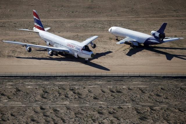 Chiếc Boeing 747 của Orient Thai nằm gọn trong nghĩa địa với nhiều phần bị tháo và đem bán.