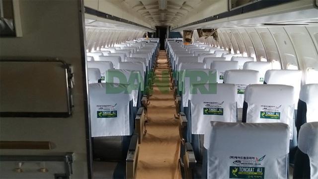 Bên trong chiếc Boeing 727-200 bị bỏ rơi từ năm 2007 ở sân bay Nội Bài