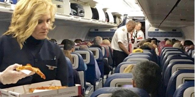 Hành khách được phục vụ pizza miễn phí vì chuyến bay bị trì hoãn