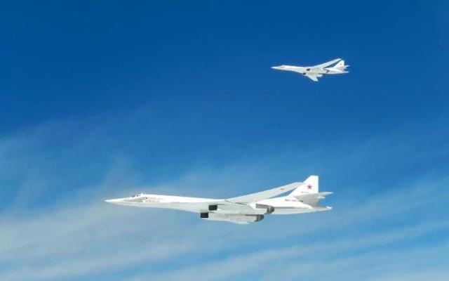 Hai máy bay TU 160 Blackjack của Nga (Ảnh: Telegraph)