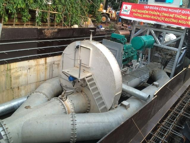 Riêng đường Nguyễn Hữu Cảnh đã hết ngập nhờ vận hành máy bơm khủng