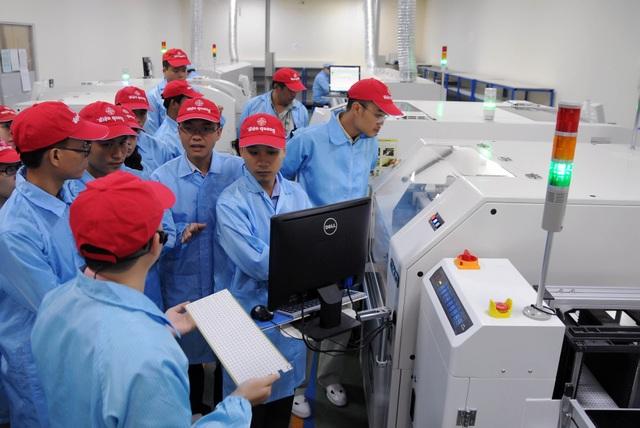 Năm 2005, Điện Quang chính thức được cổ phần hoá và năm 2008 được niêm yết trên sàn chứng khoán HOSE với mã giao dịch DQC.