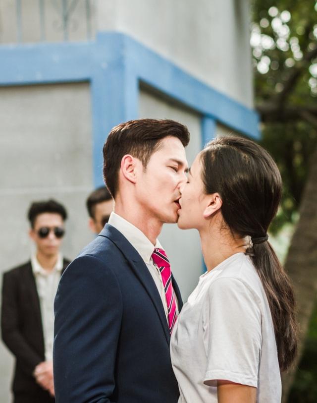 Maya chia sẻ đây là bộ phim mà cô và Huy Khánh phải hôn nhau nhiều nhất từ trước đến nay.