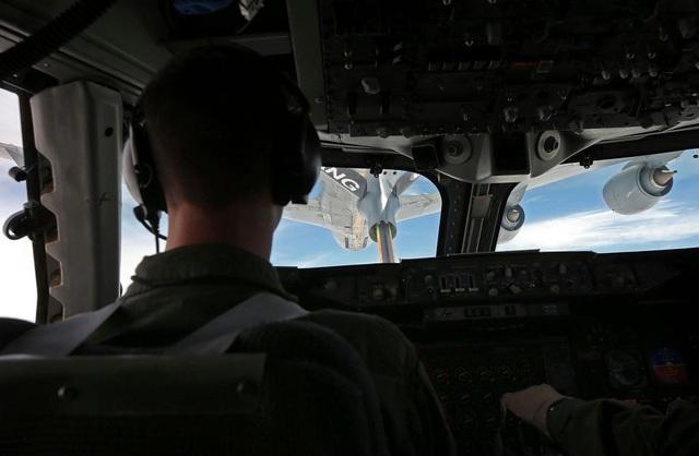 Máy bay có thể tiếp liệu ngay trên không. (Ảnh: AFP)