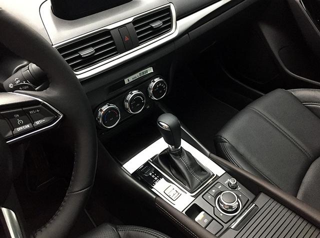 Mazda3 2017 có giá bán từ 690 triệu đồng - 8