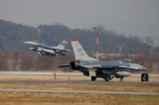 Máy bay chiến đấu F-16 của Mỹ diễn tập ở Hàn Quốc. (Ảnh: Reuters)