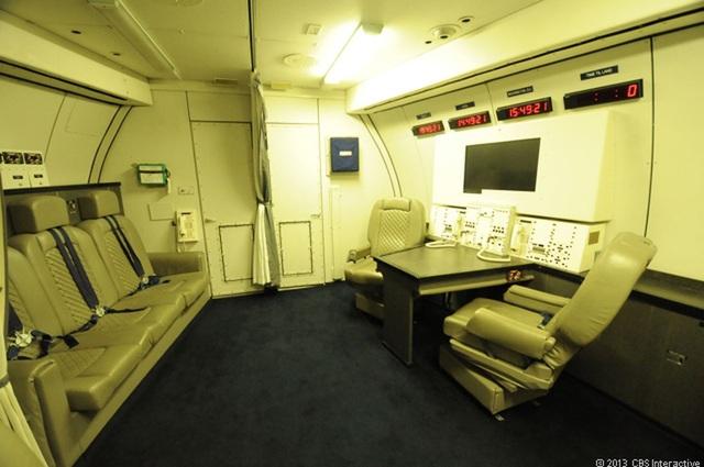 E-4B được trang bị đầy đủ trang thiết bị để trở thành một trung tâm chỉ huy quân sự trên không cho Tổng thống và quan chức cấp cao như Bộ trưởng Quốc phòng, Tổng tham mưu trưởng trong trường hợp khẩn cấp. (Ảnh: CBS)