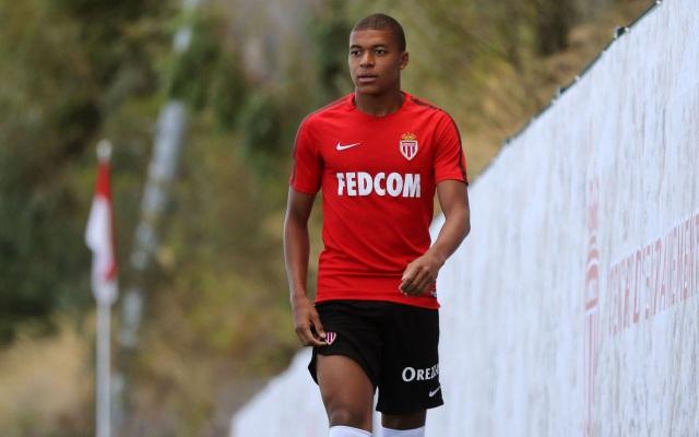 PSG tính mượn Mbappe