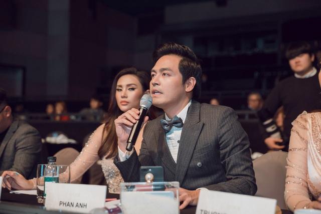 MC Phan Anh tuyên bố không đồng tình với kết quả Top 5 và bỏ chấm giữa chừng trong đêm chung kết diễn ra hôm 8/12.