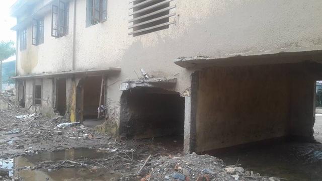Lũ quét phá hỏng nhiều phòng học ở tầng 1