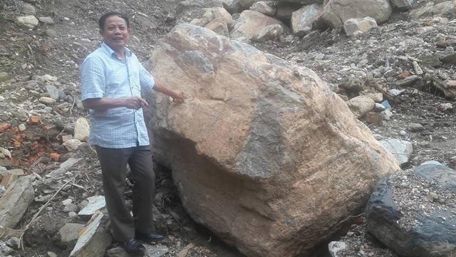 Ông Nguyễn Văn Tho, Phó Chủ tịch Hội Khuyến học tỉnh Yên Bái cho biết, lũ quét kéo theo hàng trăm viên đá nặng cả chục tấn là lần đầu tiên xảy ra ở huyện Mù Cang Chải với sức tàn phá kinh khủng đến như vậy