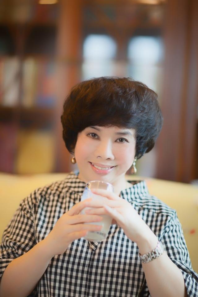 """""""Người đàn bà sữa tươi quyền lực"""" Thái Hương"""