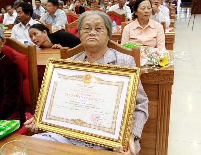 Mẹ Việt Nam Anh hùng Lê Thị Đây xúc động khi được vinh danh