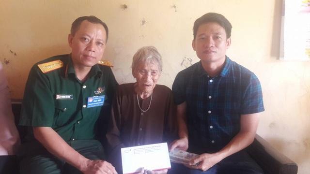Trao 70 triệu đồng xây nhà Nhân ái đến mẹ Việt Nam Anh hùng Phạm Thị Vuốc - 2