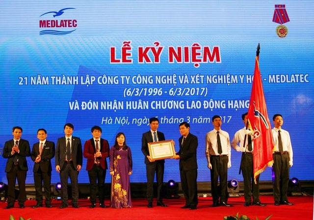 Bệnh viện Đa khoa Medlatec đón nhận Huân chương Lao động hạng ba - 1