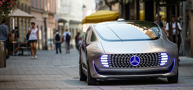 Đức là quê hương của nhiều nhà sản xuất xe ô tô lớn, như Volkswagen, Daimler và BMW; tất cả đều đang đầu tư rất lớn vào công nghệ xe tự lái.