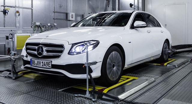 Mercedes-Benz chưa được cấp phép bán xe diesel tại Mỹ - 1