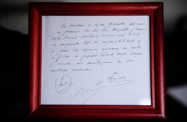 Bản hợp đồng đầu tiên của Barcelona với Messi được viết trên tờ giấy ăn