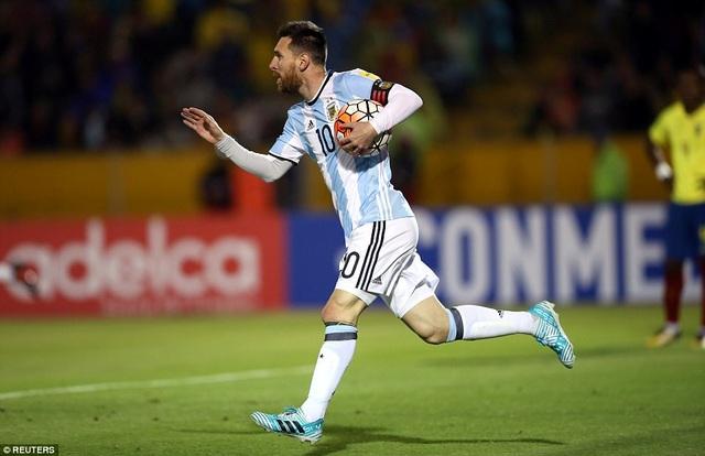 Messi một mình gánh vác hàng công, khi cả Dybala, Higuain, Aguero cùng vắng mặt