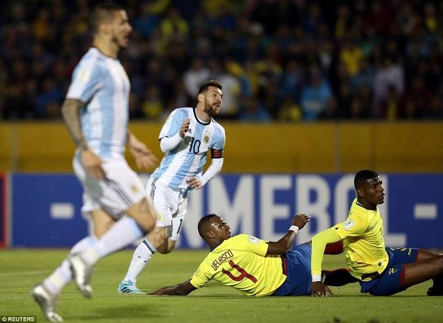 Phút 20, Messi nâng tỷ số lên 2-1 cho Argentina