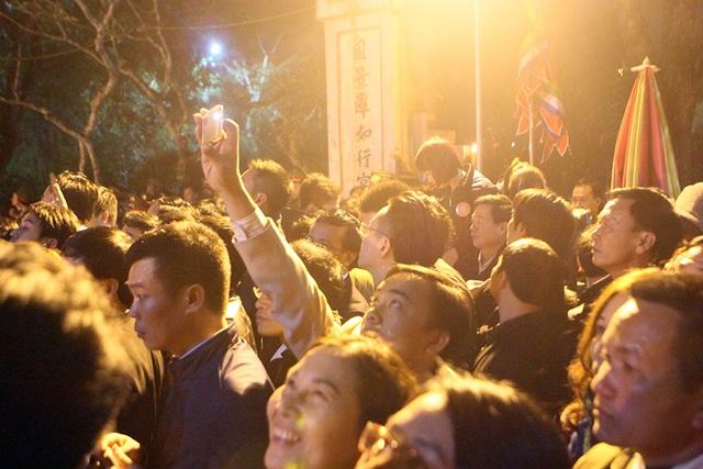 Phần đông rất hào hứng, háo hức chờ đợi giờ Khai ấn.