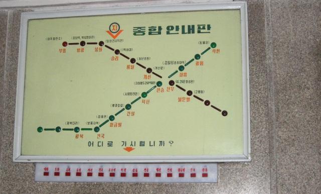 Liên quan đến những hầm trú ẩn an toàn ở Triều Tiên, có nhiều đồn đoán rằng, ở Bình Nhưỡng còn nhiều đường hầm bí ẩn khác chỉ dành cho các quan chức cấp cao và quân đội cũng có một đường hầm bí mật xuyên qua lòng sông. (Ảnh: AFP)