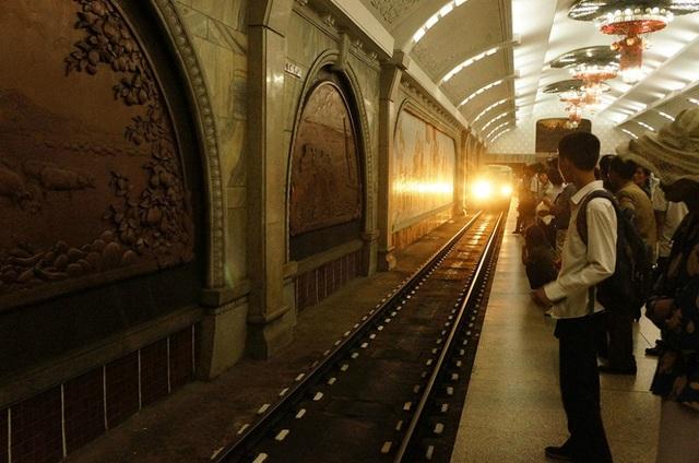 Ga tàu điện ngầm Bình Nhưỡng dài khoảng 24km với 17 trạm và 2 đường ray. (Ảnh: Sputnik)