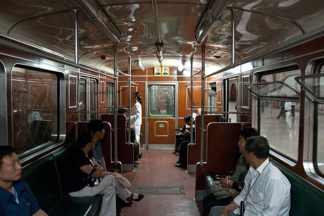 Ga tàu điện ngầm Bình Nhưỡng được cho là hạn chế sử dụng đối với du khách nước ngoài. Theo đó, họ chỉ được sử dụng dịch vụ qua lại giữa hai trạm trên toàn tuyến. (Ảnh: Sputnik)