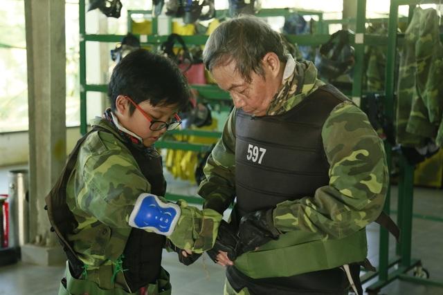 Bố và con trai NSƯT Công Lý tham gia chương trình Cháu ơi, chàu à. Ảnh: BTC.