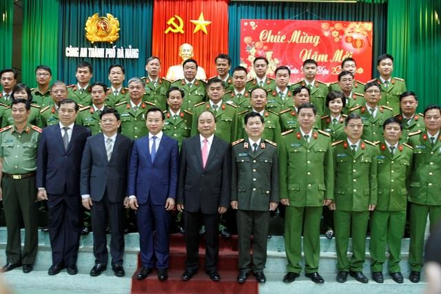 Thủ tướng thăm và chúc Tết Công an TP Đà Nẵng